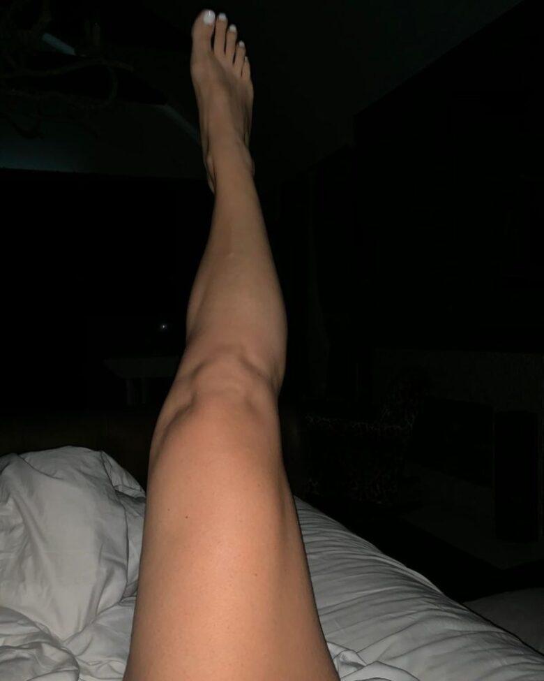 Jessica Simpson ankles