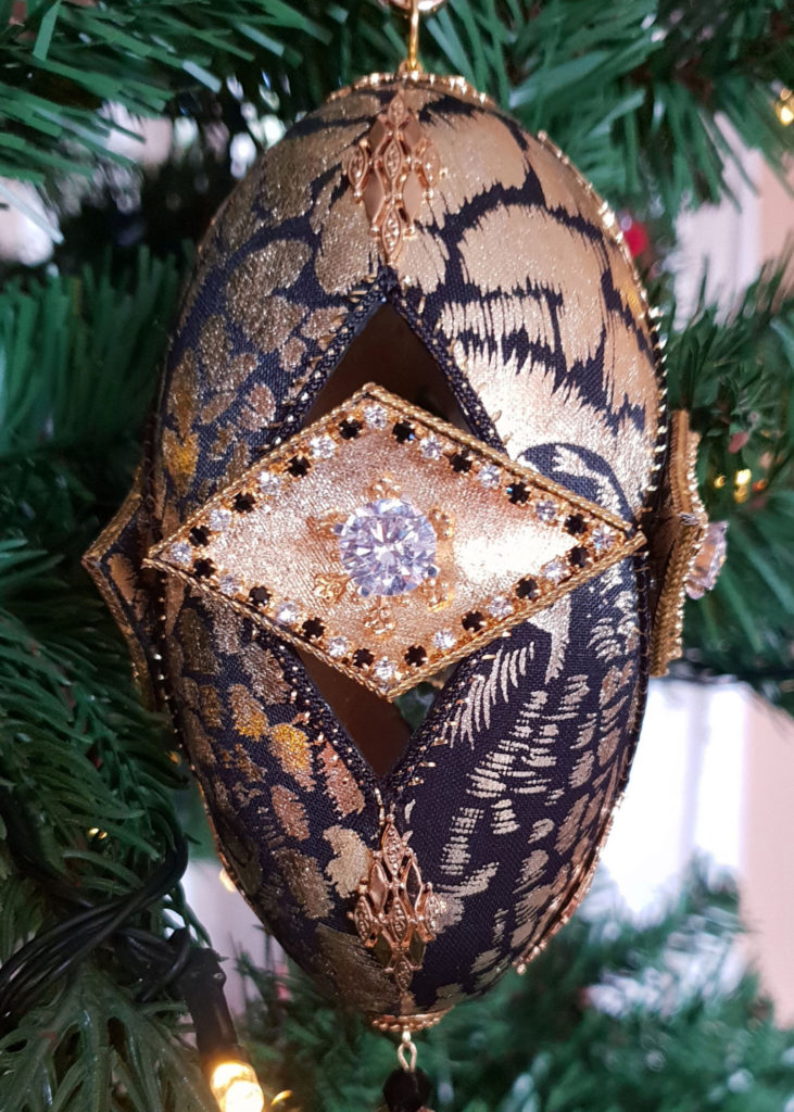 Jewels, Diamonds and Precious Stones: This Is the World's Most Expensive Christmas Tree! - DemotiX
