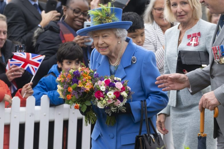 Coronavirus: Buckingham Palace staff member tests positive