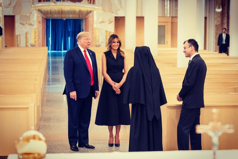 Donald Trump Forces Melania To Smile in Front of Cameras
