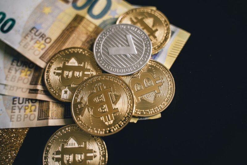 Cryptocurrencies vs. Traditional Currencies: Pros & Cons